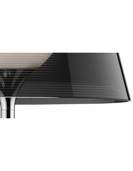 Zoom sur le lampadaire Ktribe T1 avec abat-jour fumé - designer Philippe Starck - marque FLOS - revendeur Valente Design
