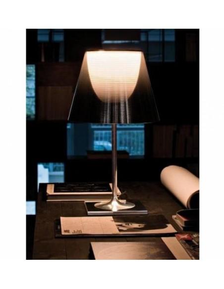 Lampe de bureau Ktribe T1 avec abat-jour fumé - designer Philippe Starck - marque FLOS - revendeur Valente Design