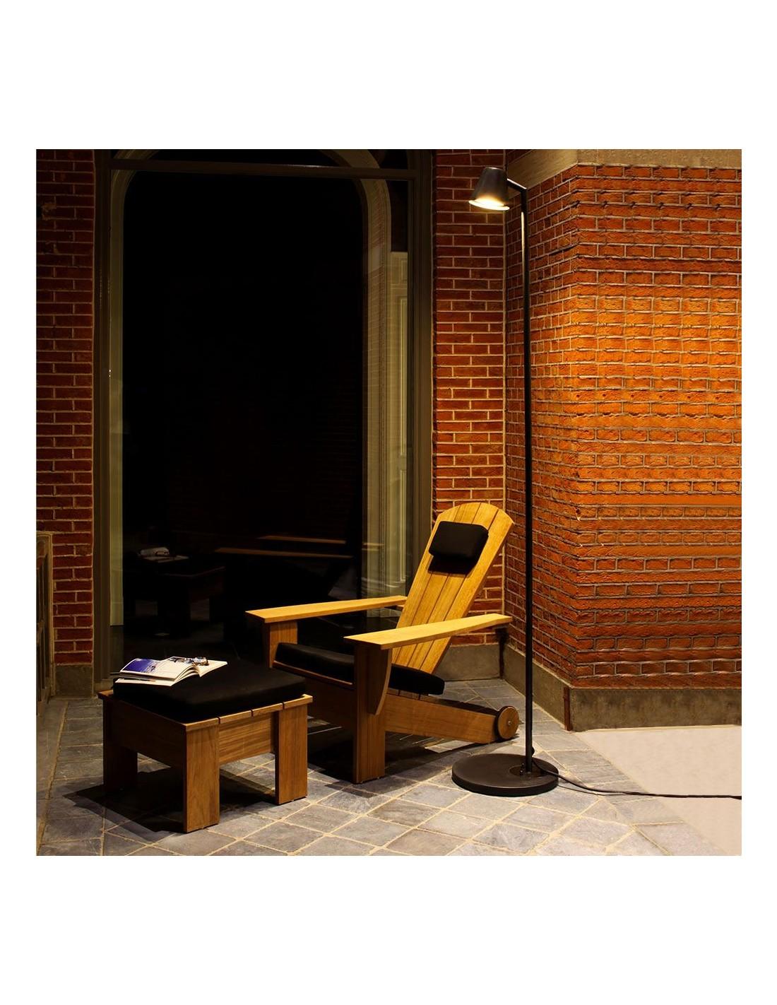 Valente Design vous propose un éclairage pour terrasse couverte avec le lampadaire extérieur Parker de la marque Royal Botania