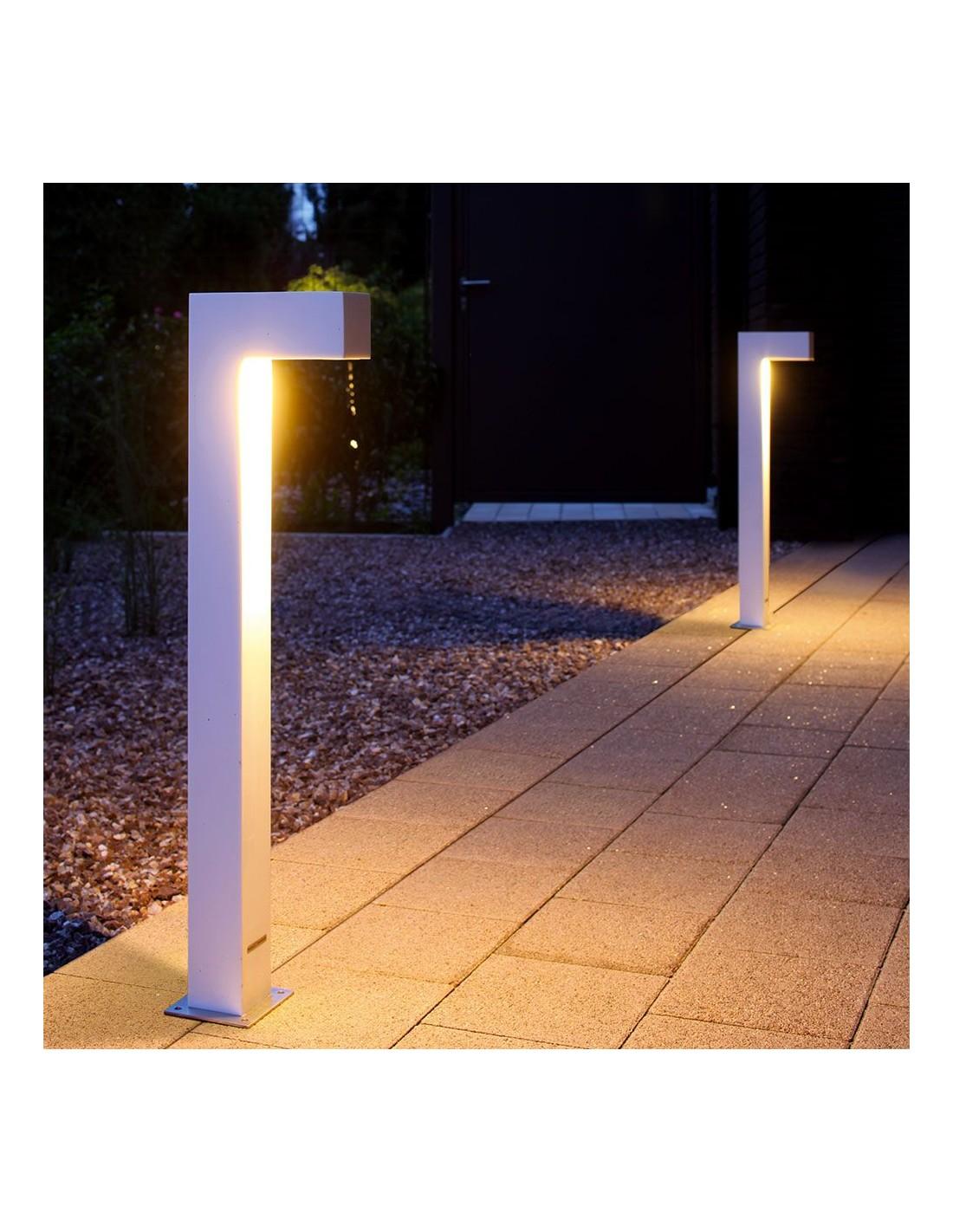 Éclairage de nuit pour jardin avec la borne TWIN version blanche de la marque Royal Botania chez Valente Design