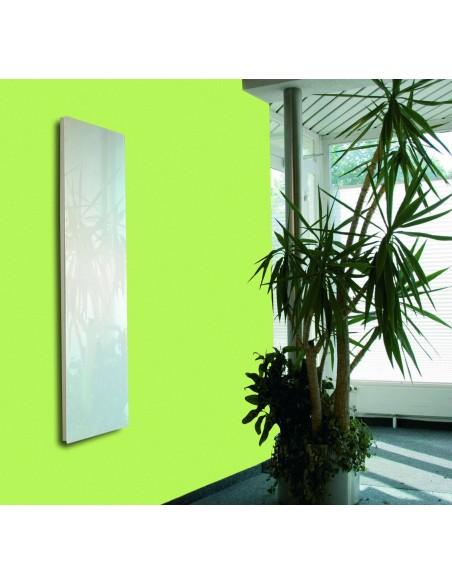 Radiateur Solaris vertical 45 1000W blanc brillant avec reflets vert de la marque Fondis - Valente Design