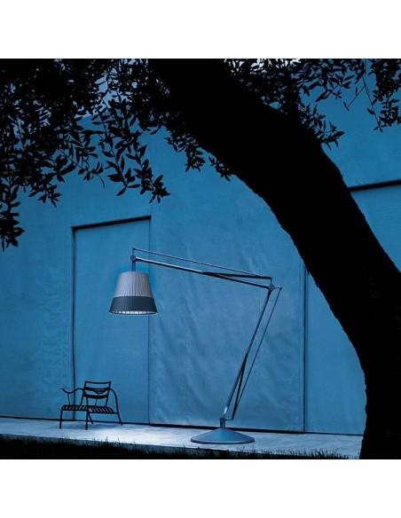 Lampadaire Superarchimoon outdoor avec abat-jour bicolore de Philippe Starck pour la marque flos chez Valente Design