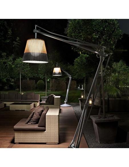 Éclairage extérieur avec lampadaire Superarchimoon bicolore gris et noir Philippe Starck pour flos chez Valente Design