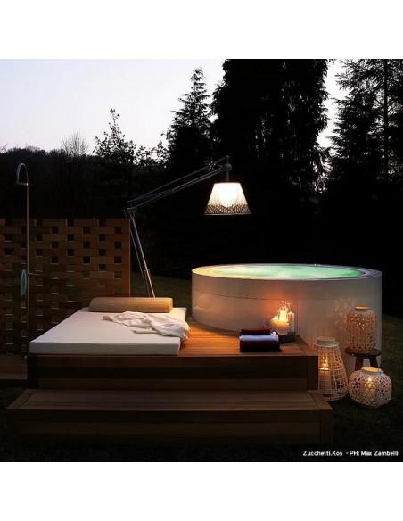Éclairage extérieur avec lampadaire Superarchimoon bicolore gris et noir de Philippe Starck pour flos chez Valente Design