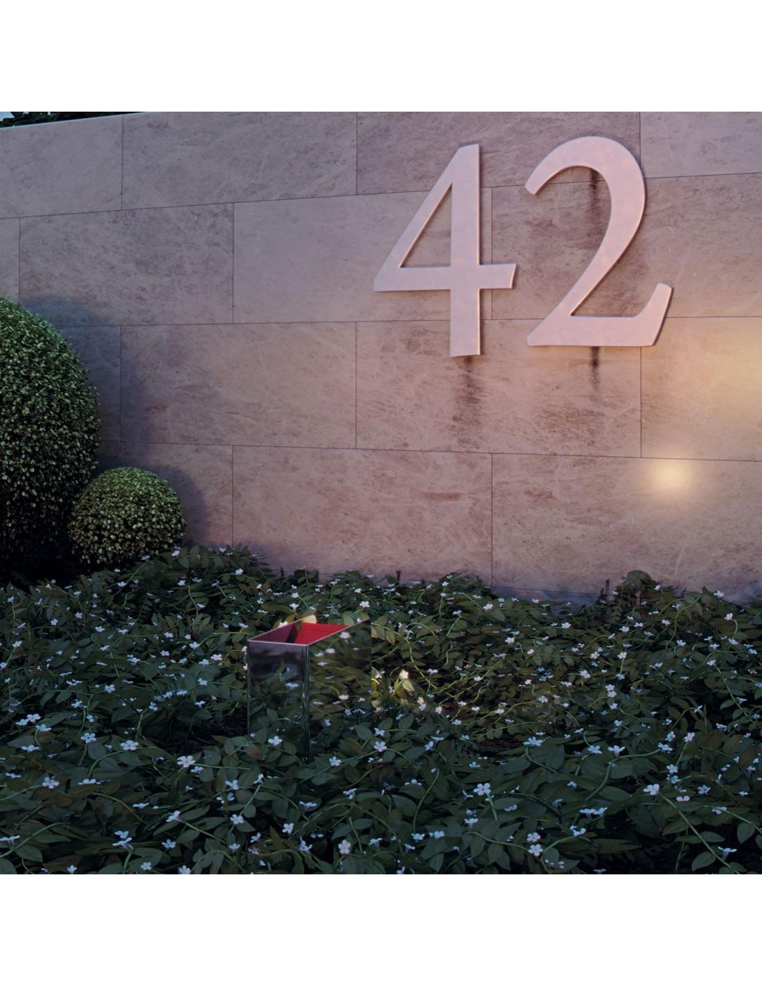 borne de jardin mise en scène de la marque Royal Botania.