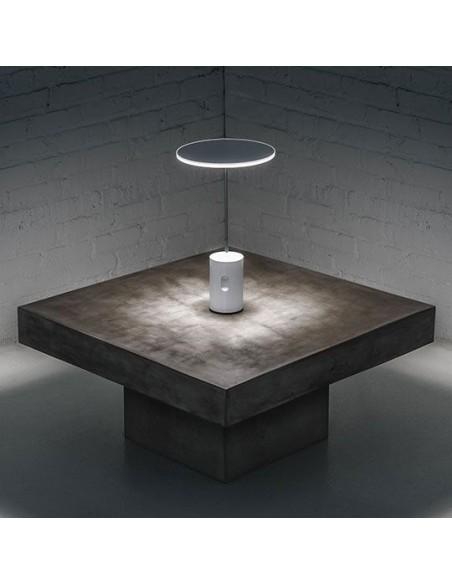 lampe articulée mise en scène éclairage  Artemide