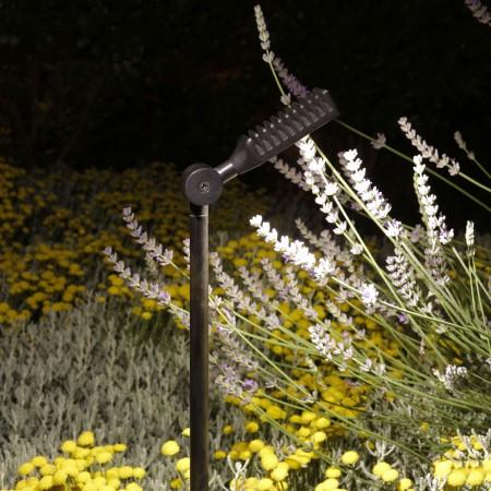 Dans la gamme des luminaires d'extérieur, retrouvez le spot Spiky sur piquet 40 cm de la marque Royal Botania - Valente Design