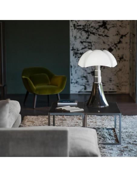 Lampe de table Pipistrello aluminium satiné Martinelli Luce Valente Design Gae Aulenti dans salon