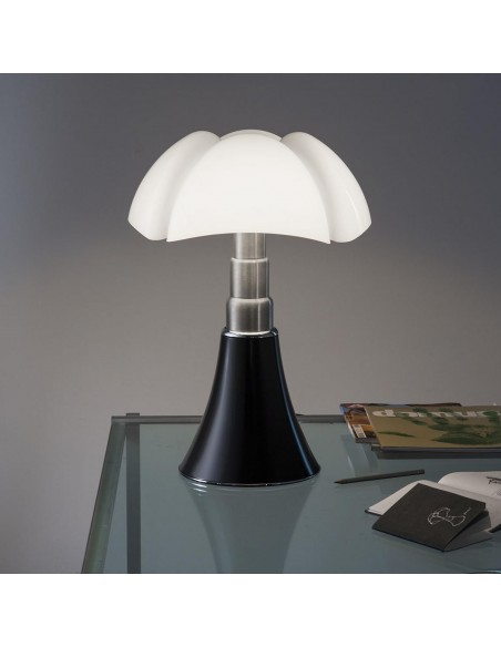 Lampe de table Pipistrello Medium LED noir mise en scène