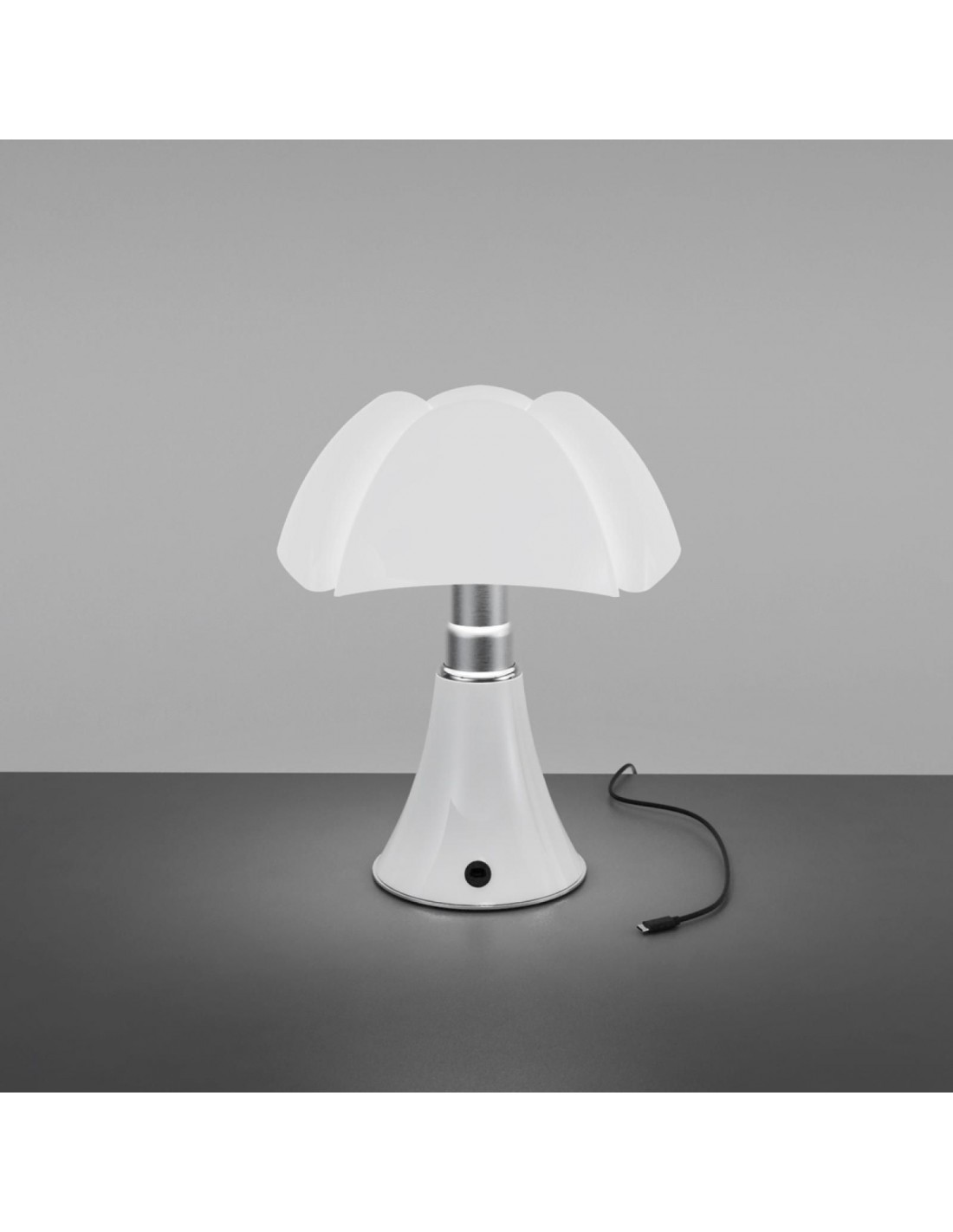 lampe de table minipipistrello led sans fil blanche vue d 39 ensemble. Black Bedroom Furniture Sets. Home Design Ideas
