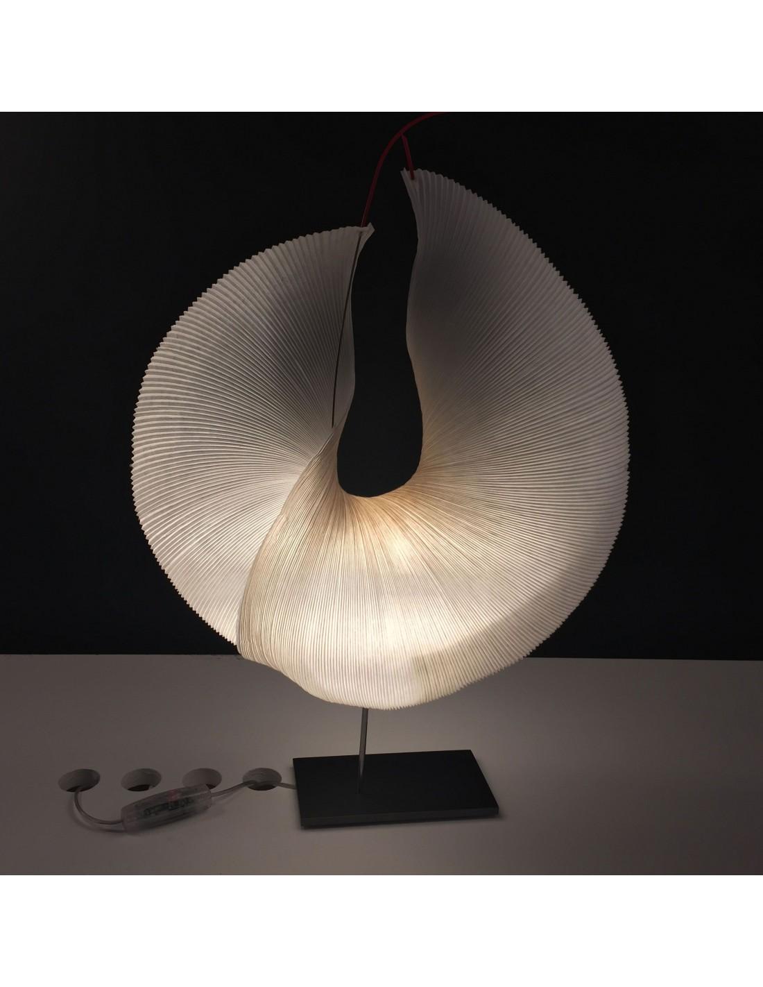 valente design luminaires lampe a poser yoruba rose d tail. Black Bedroom Furniture Sets. Home Design Ideas