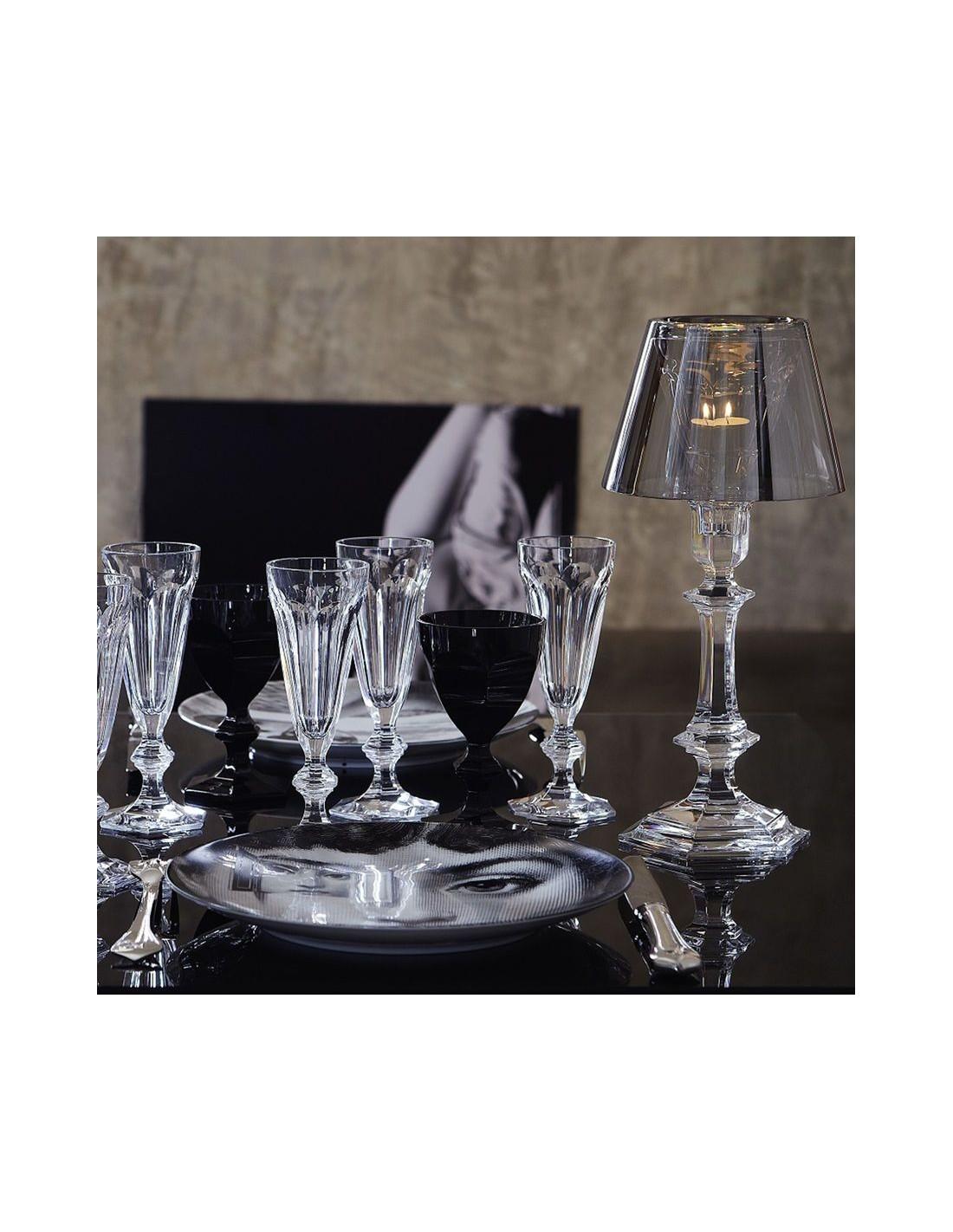 Lampe à poser Harcourt Our Fire Bougeoir argent sur une table de Philippe Starck pour la marque Baccarat - Valente Design