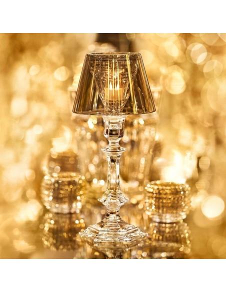 Lampe de table Harcourt Our Fire Bougeoir de couleur dorée de Philippe Starck pour la marque Baccarat - Valente Design
