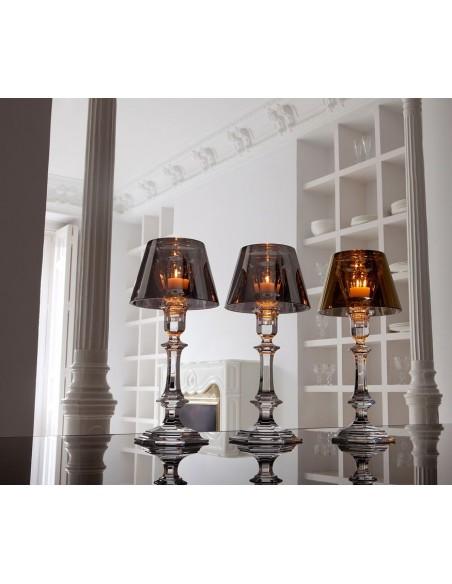Lampe à poser Harcourt Our Fire Bougeoir or sur une table de Philippe Starck pour la marque Baccarat - Valente Design