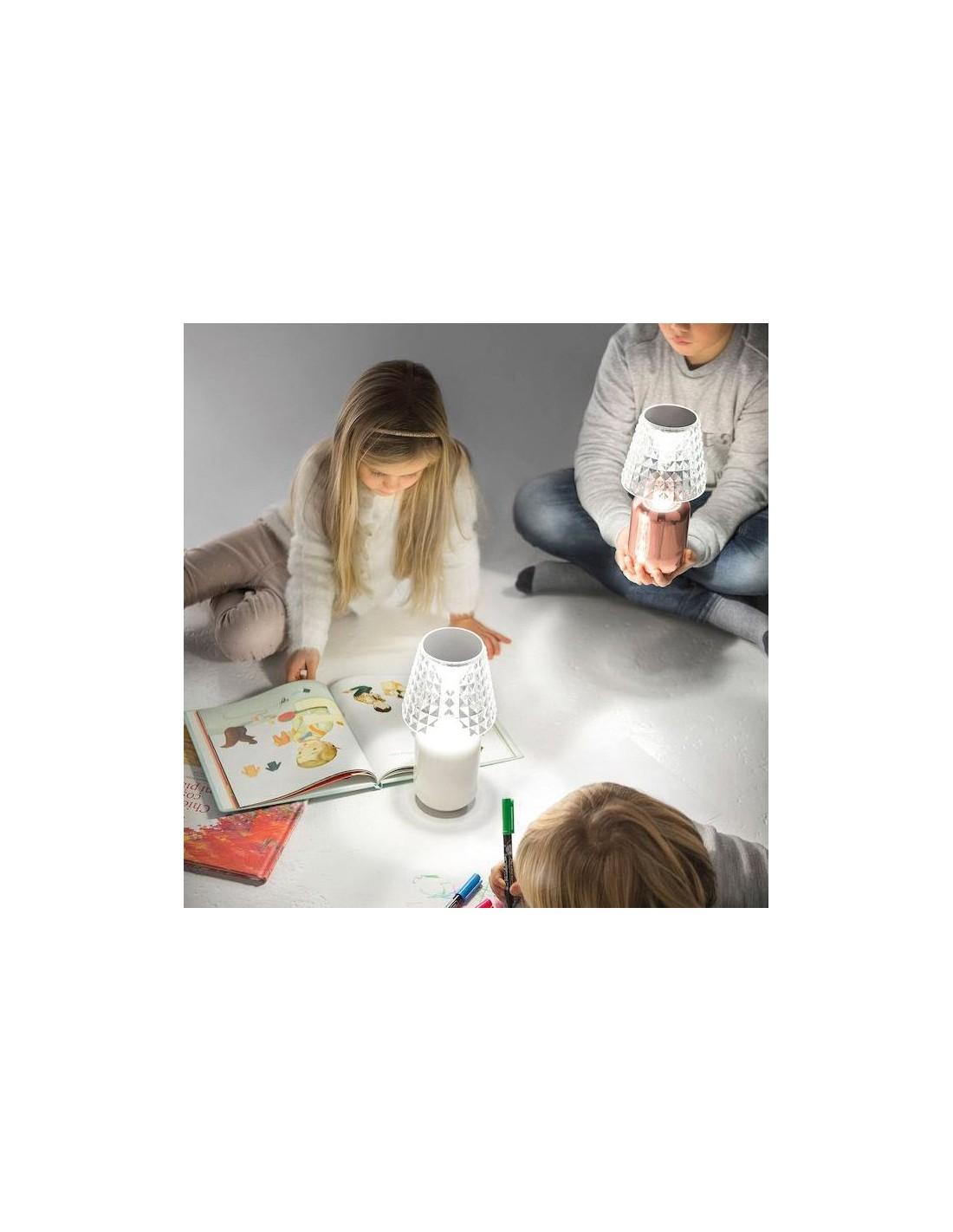 Lampe à poser Valentina mise en scène avec enfants de Studio Italia Design