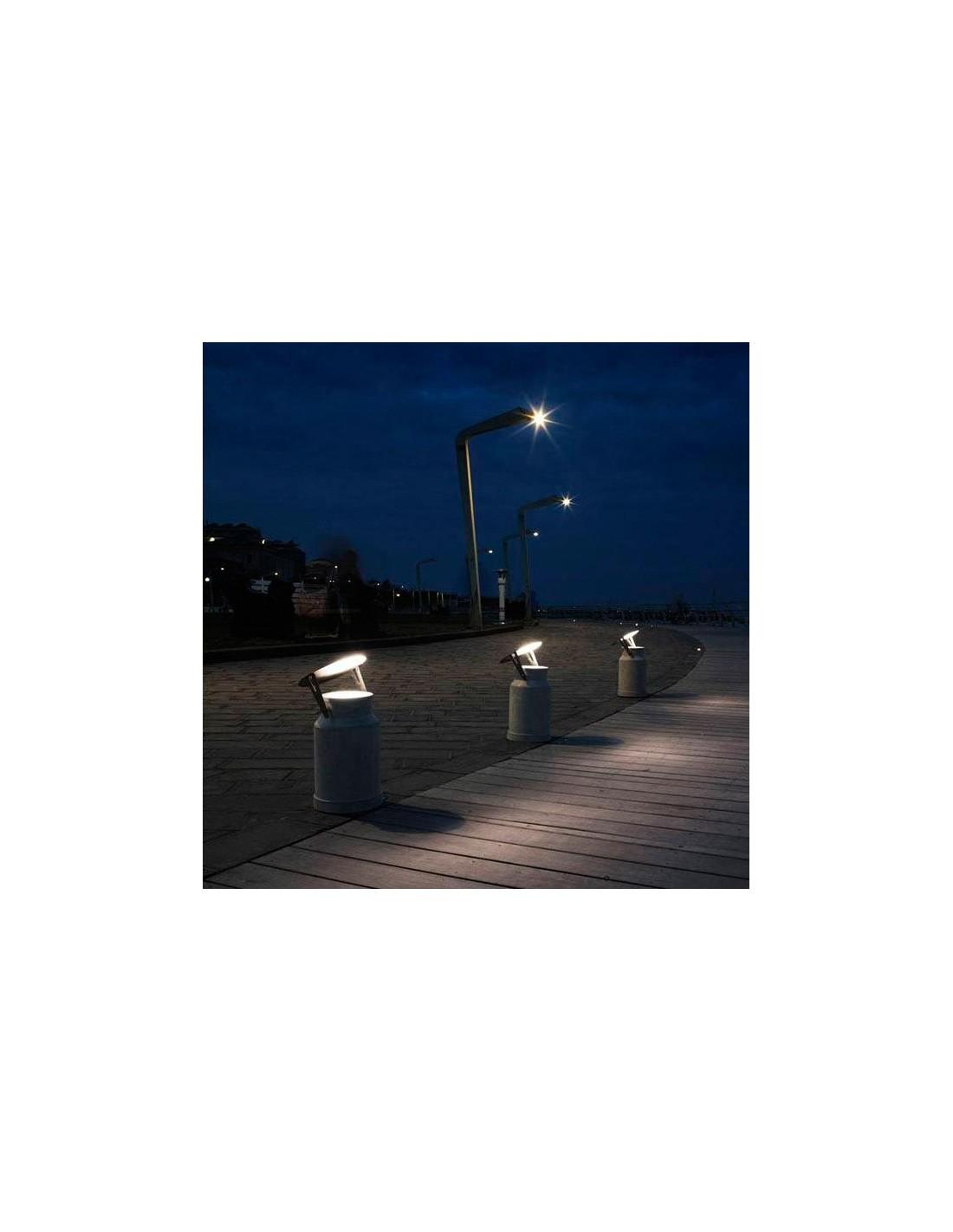 r flecteur pour lampe de sol via lattea avec disque acier ambiance ext rieure de chez karman. Black Bedroom Furniture Sets. Home Design Ideas