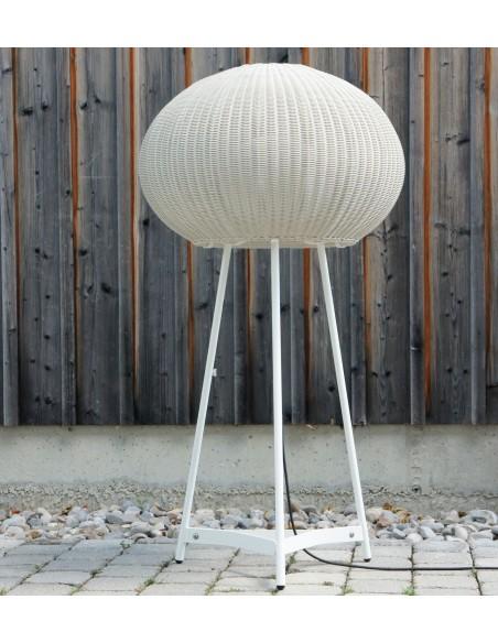 Lampe à poser blanche Garota P 01 en extérieur BOVER chez Valente Design