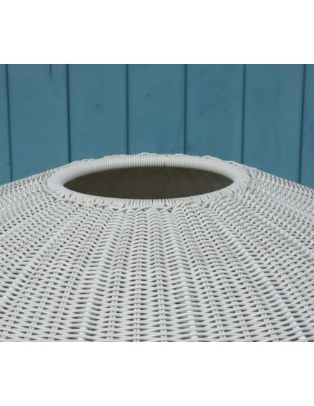 Zoom sur le haut du lampadaire blanc Garota P 01 BOVER chez Valente Design