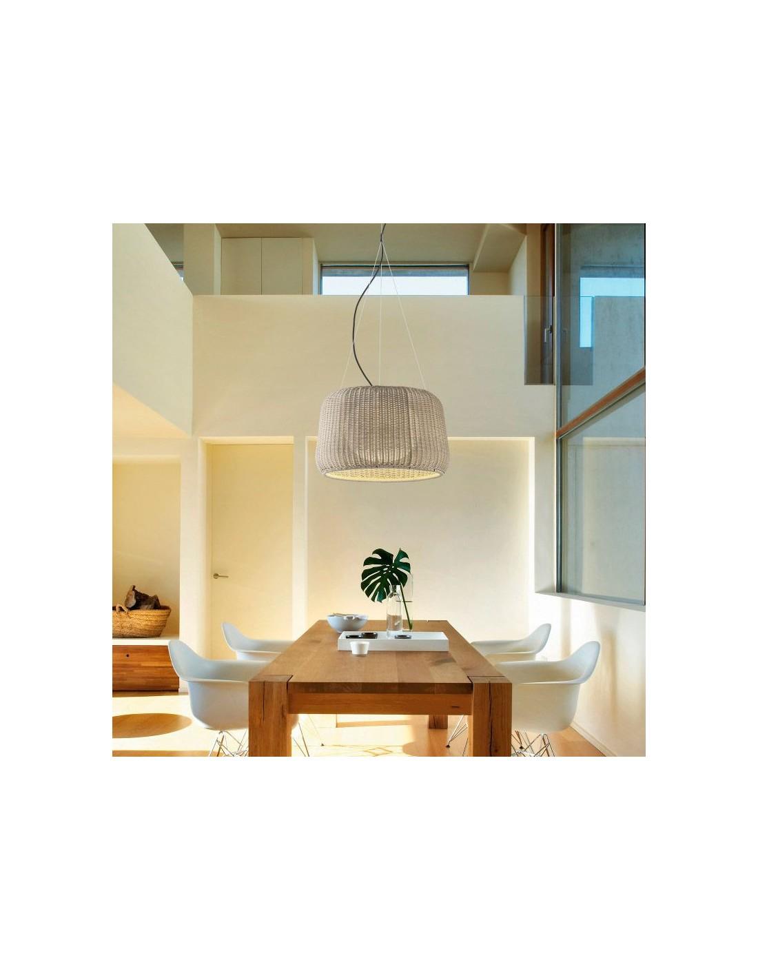 Éclairage d'une salle à manger avec a Suspension FORA S de couleur beige de la marque Bover chez Valente Design