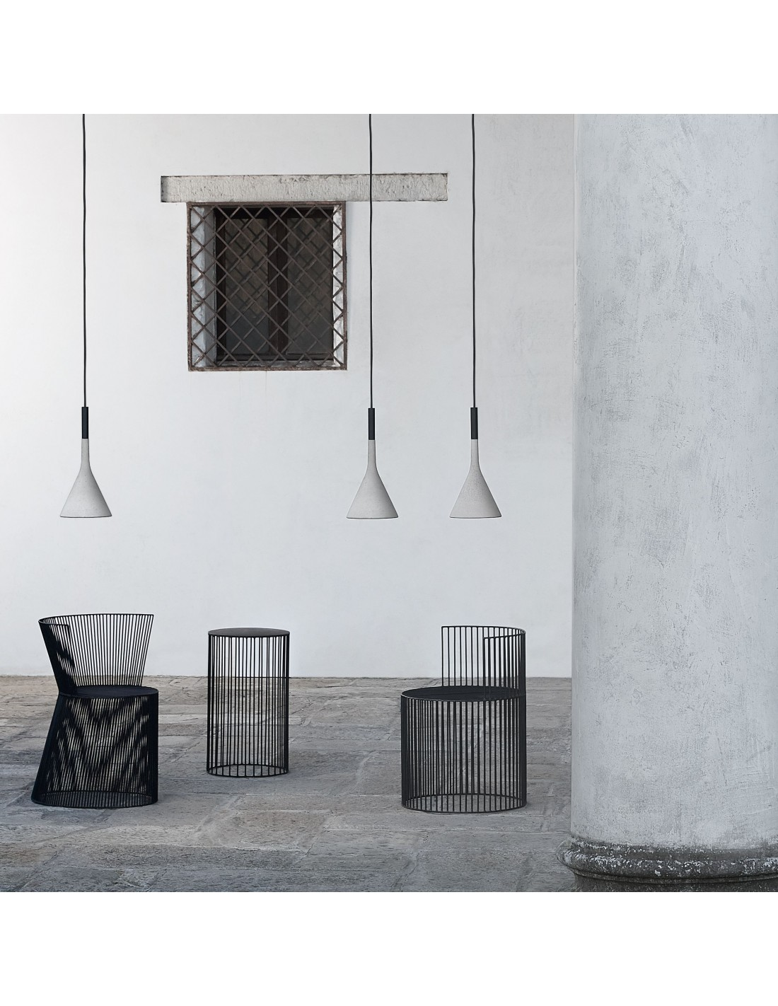 Suspension Aplomp outdoor gris clair mise en situation FOSCARINI
