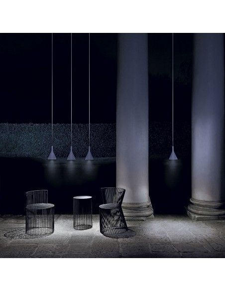 Suspension Aplomp outdoor gris clair mise en situation de nuit FOSCARINI