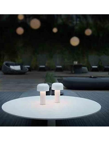 Vue en situation lampe de table BELLHOP blanc de FLOS