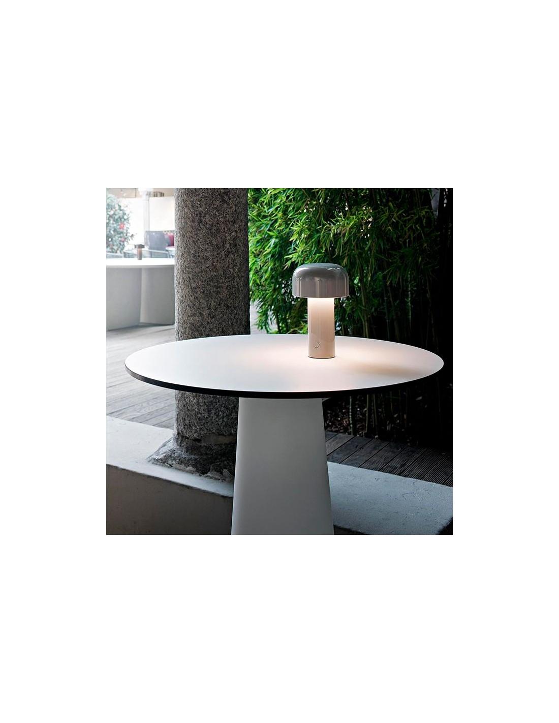 vue d 39 ensemble lampe de table bellhop gris de flos. Black Bedroom Furniture Sets. Home Design Ideas