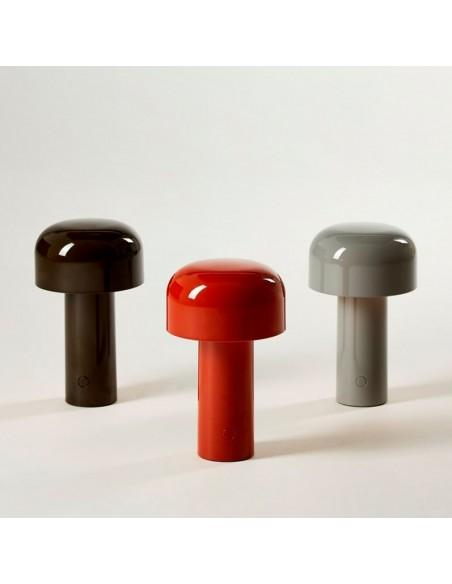 Vue des 3 couleurs lampe de table BELLHOP gris, rouge, noir  de FLOS