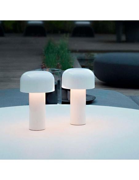 Vue d'ensemble lampe de table BELLHOP blanc  de FLOS
