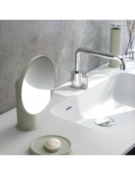 Mise en scène miroir GEYSER version vert sauge pour la marque COSMIC - Valente Design