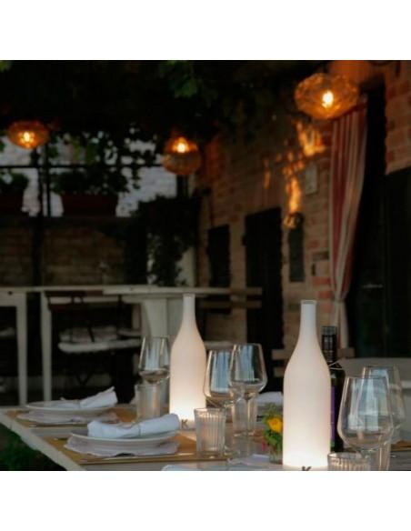 Lampe à poser sans fil Bacco ambiance table restaurant de chez Karman - Valente Design
