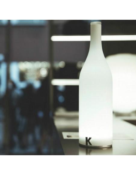 Lampe à poser sans fil Bacco vue d'ensemble ambiance magasin de chez Karman - Valente Design