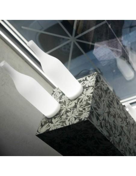 Lampe à poser sans fil Bacco mise en scène sur promontde chez Karman - Valente Design
