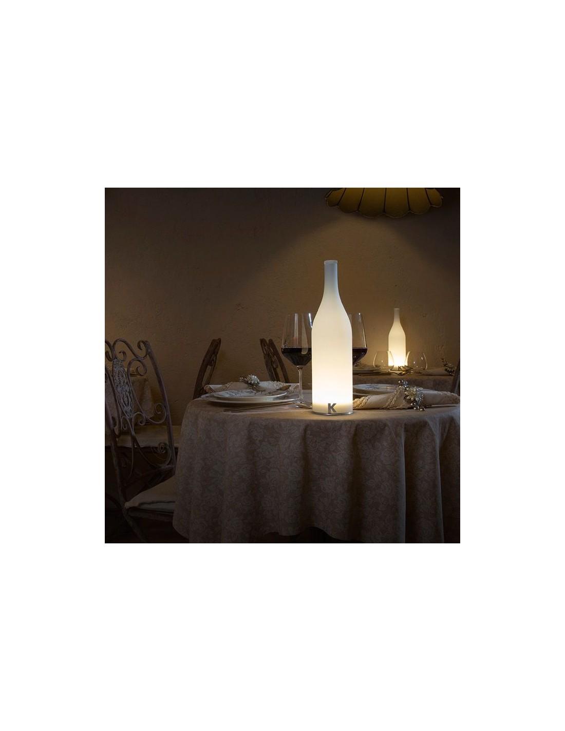 Lampe à poser sans fil Bacco ambiance restaurant de chez Karman - Valente Design
