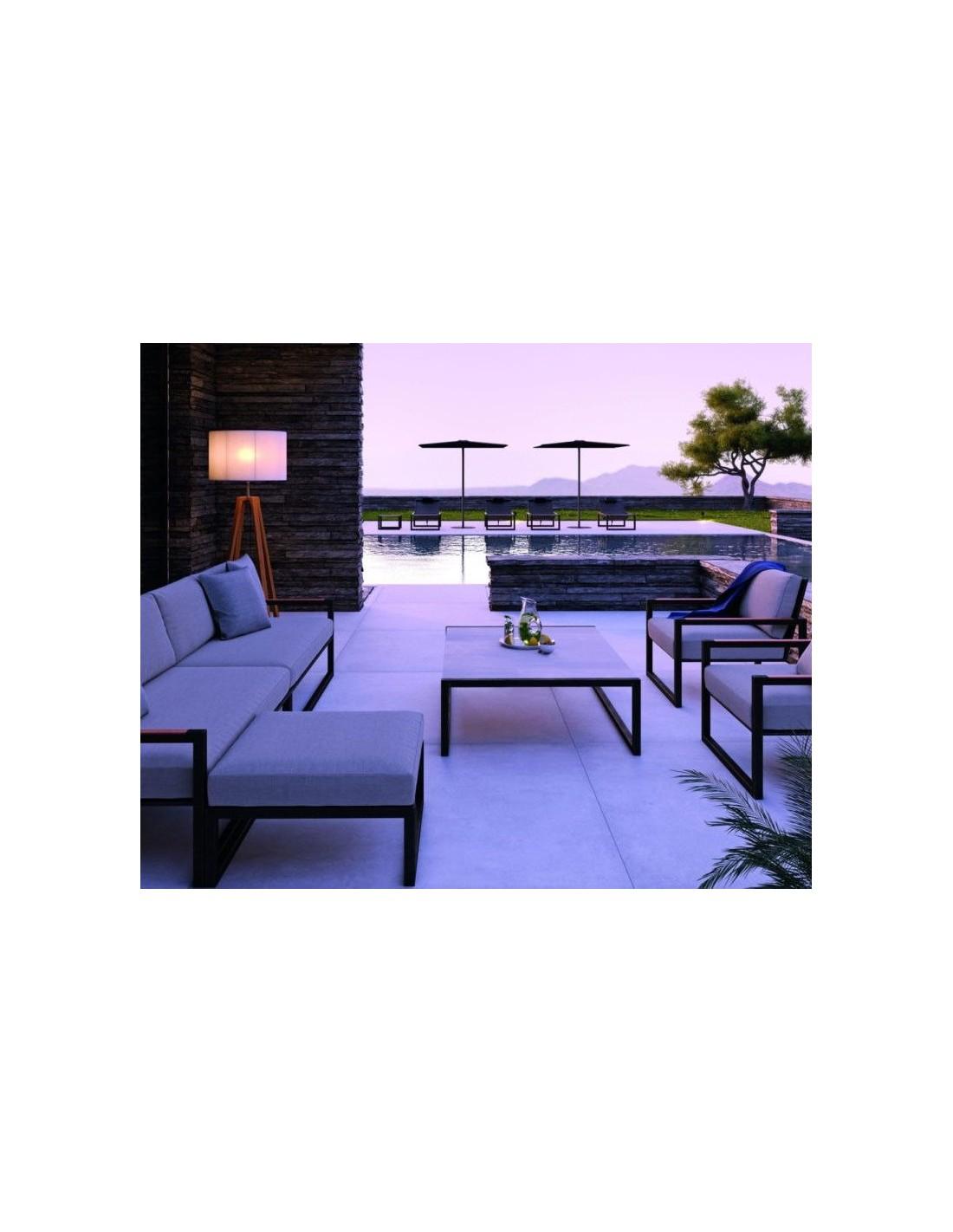 Retrouver chez Valente Design le lampadaire solaire Club Lounge beige de la marque Royal Botania