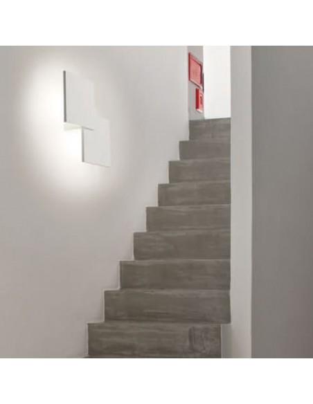 applique double square blanc dans escalier - Studio Italia Design - Valente Design