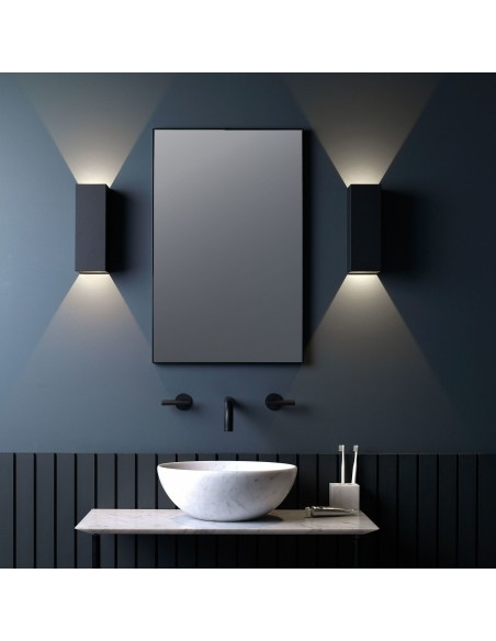 Applique Oslo 255 led noir dans salle de bain astro lighting Valente design