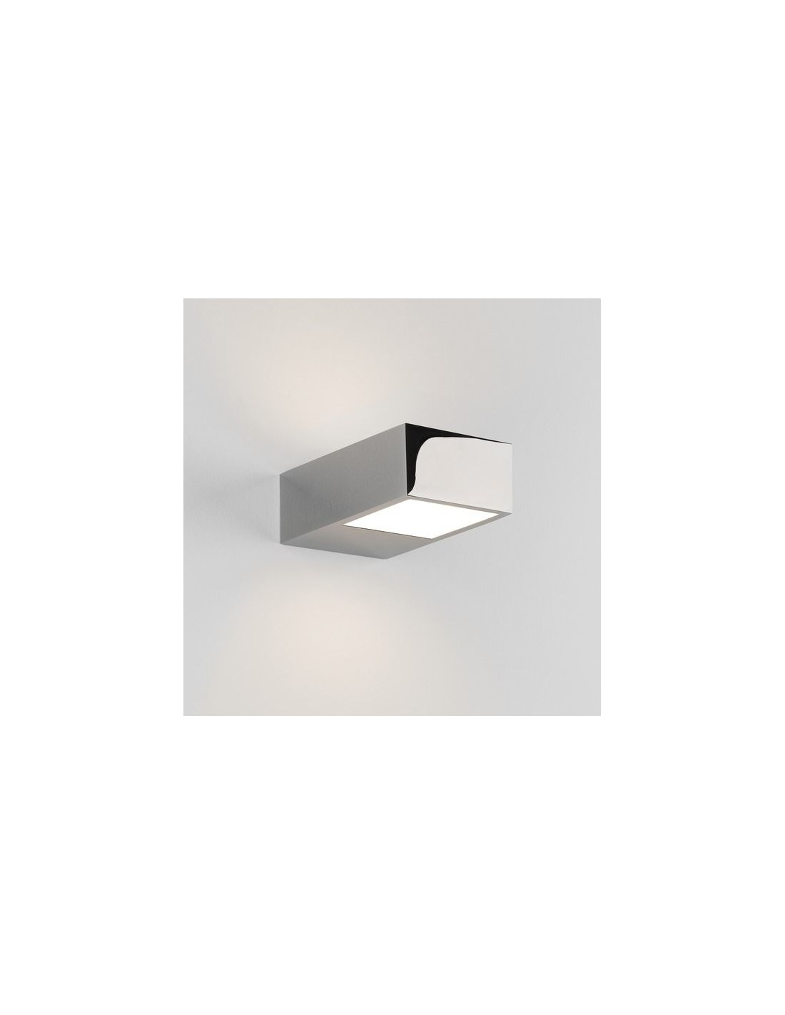 Gros plan applique kappa LED chrome Astro Lighting Valente Design