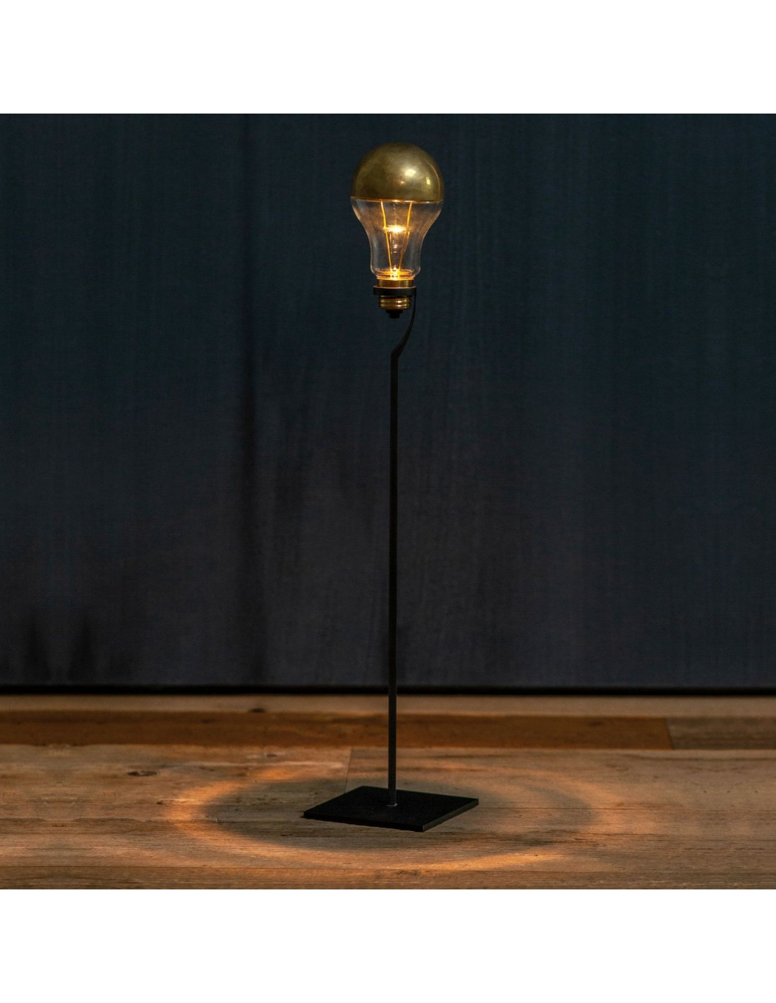 Lampe à poser Trenta Catellani and Smith Valente Design allumée