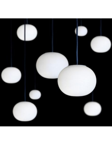 Suspension Glo-Ball S2 mise en scène show room Flos