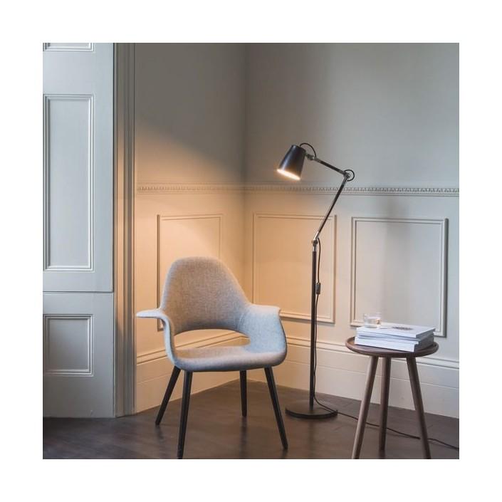Lampadaire Atelier Floor noir Astro Lighting Valente Design mise en scène