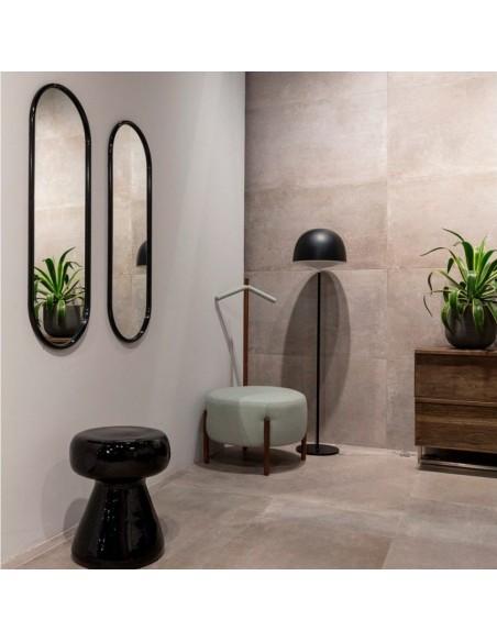 Lampadaire Cheshire noir fontana Arte Valente Design GamFratesi Studio dans salle de bain