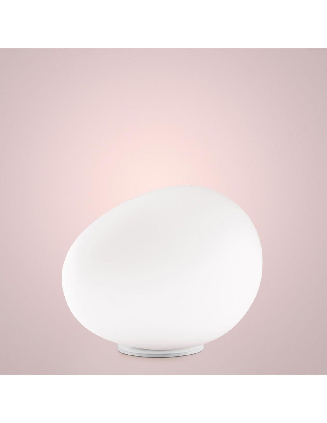 Lampe de table Gregg avec base blanche pour la marque Foscarini chez Valente Design