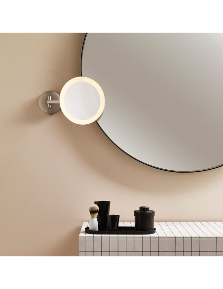 Mise en scèen du miroir Mascali Round LED finition nickel mat Astro Lighting Valente Design