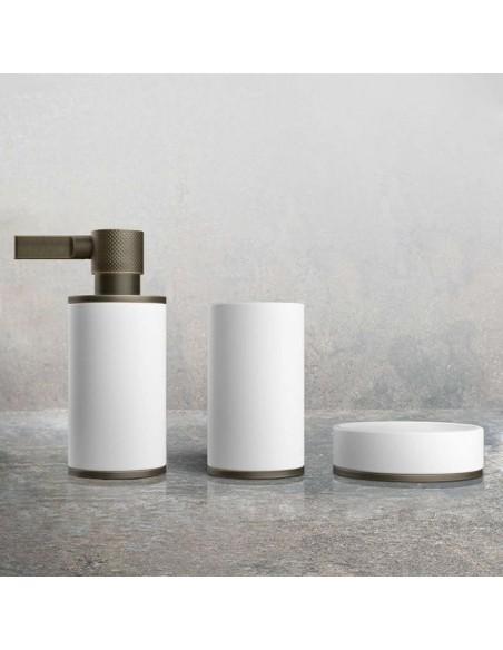 Accessoires de bain de la collection Inciso pour la marque Gessi à retrouver chez Valente Design