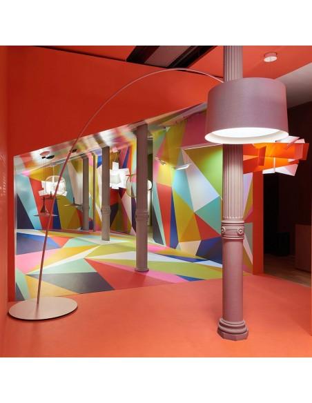 Lampadaire TWIGGY greige Foscarini - Valente Design dans showroom