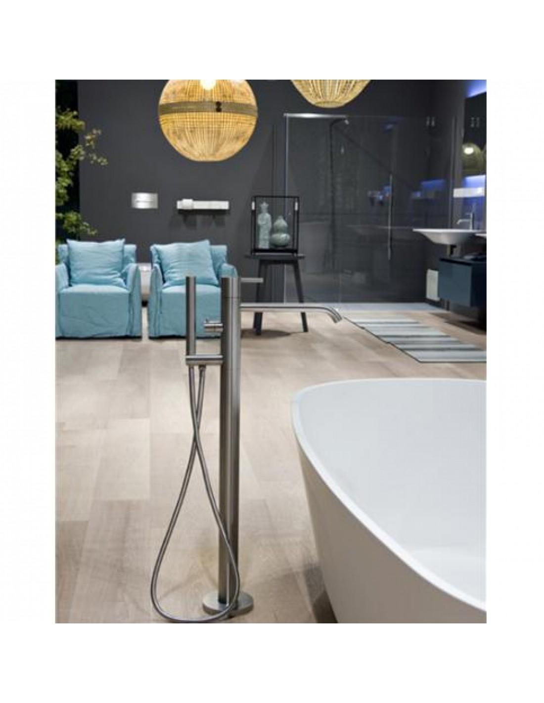 mitigeur sur pied pour baignoire ayati par la c l bre marque antonio lupi. Black Bedroom Furniture Sets. Home Design Ideas