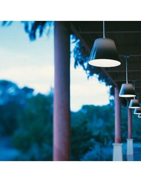Éclairage extérieur avec suspension Romeo C1 Outdoor abat-jour gris opalin de Philippe Starck pour flos chez Valente Design