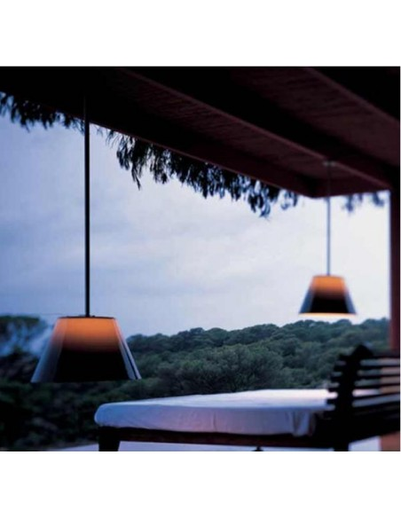 Éclairage terrasse avec suspension Romeo C1 Outdoor de Philippe Starck pour flos chez Valente Design