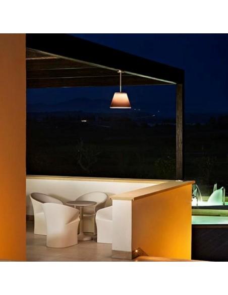 Éclairage terrasse avec suspension Romeo C1 Outdoor abat-jour gris opalin de Philippe Starck pour flos chez Valente Design